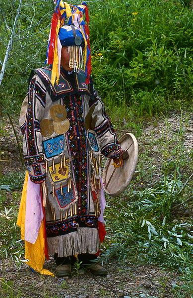 Modern Myths - Het DNA van fantastische verhalen - 389px-Chuonnasuan,_the_last_shaman_of_the_Oroqen,_in_July_1994_(Photo_by_Richard_Noll)