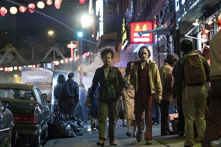 Joaquin Phoenix en Zazie Beetz in Joker