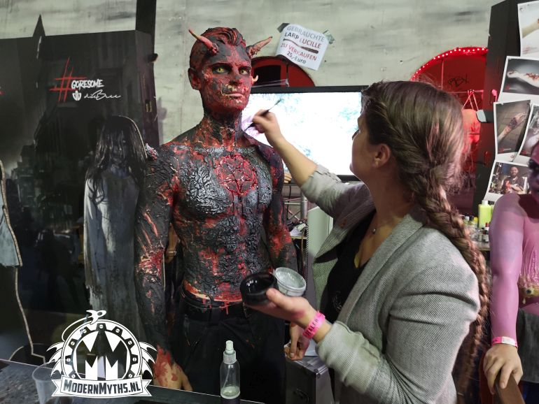 House of Horrors 2019 cosplayers Modern Myths - Full body paint demon