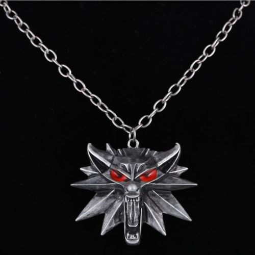 The Witcher: van bad tot muismat - White Wolf ketting accessoire LED-ogen