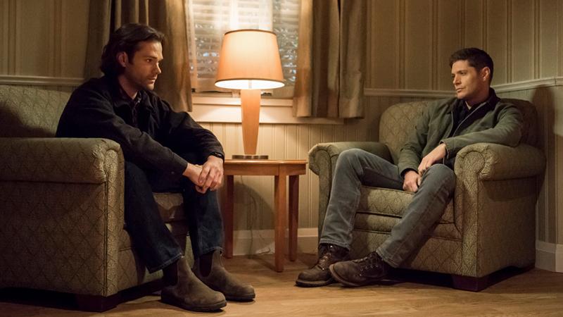 Supernatural seizoen 14 - Jensen Ackles en Jared Padalecki hangen rond