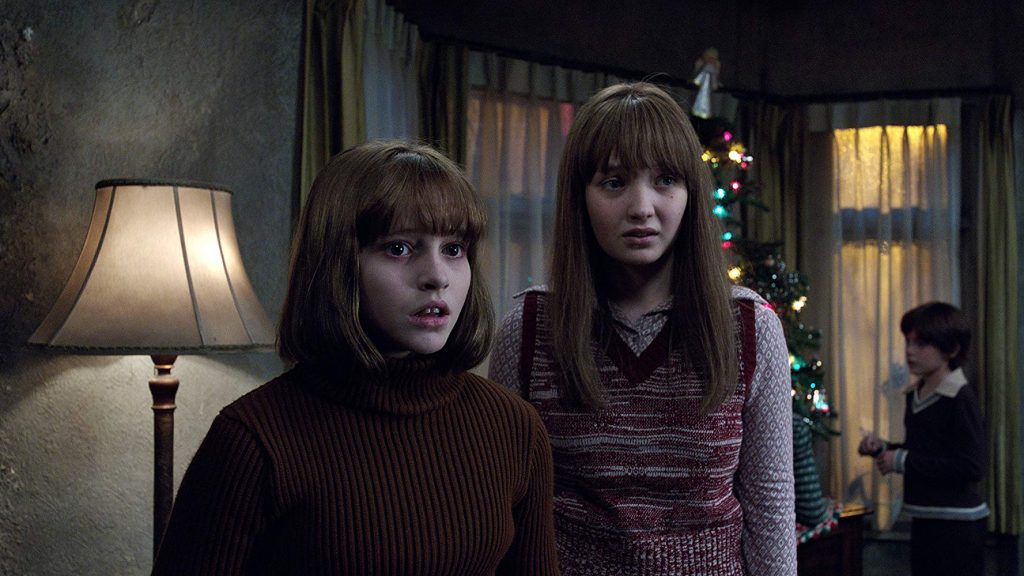 The Conjuring Universe - The Conjuring 2 - Madison Wolfe en Lauren Esposito