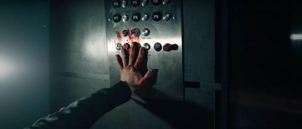 Into the Dark: Down - Druk op alarm