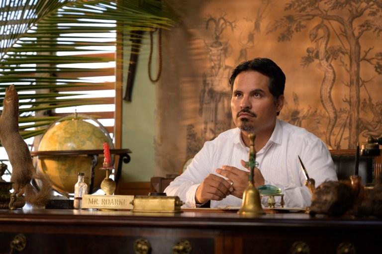 Michael Peña als Mr. Roarke