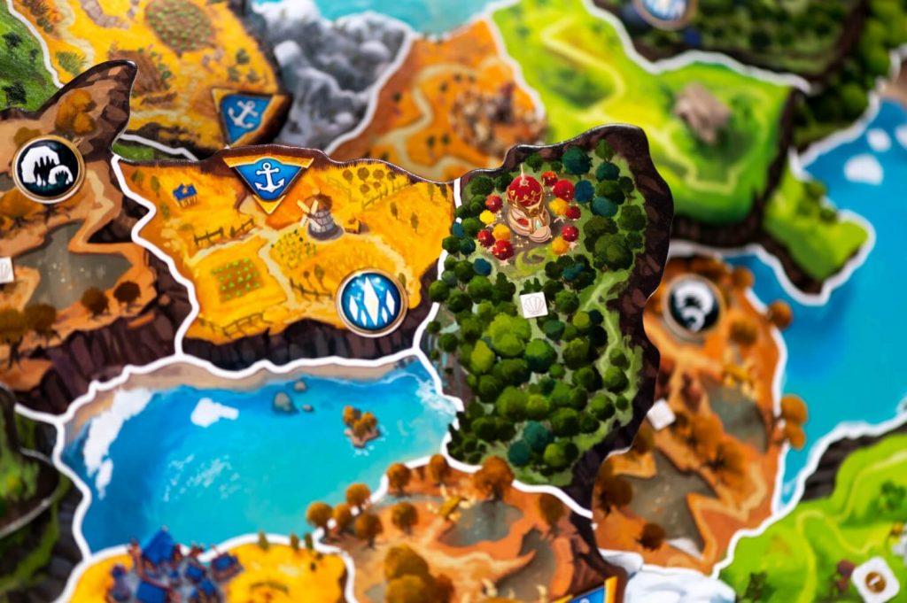 Small World of Warcraft detail