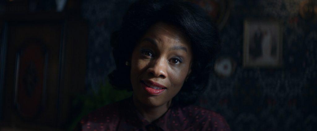 Them seizoen 1 recensie - Deborah Ayorinde als Lucky Emory