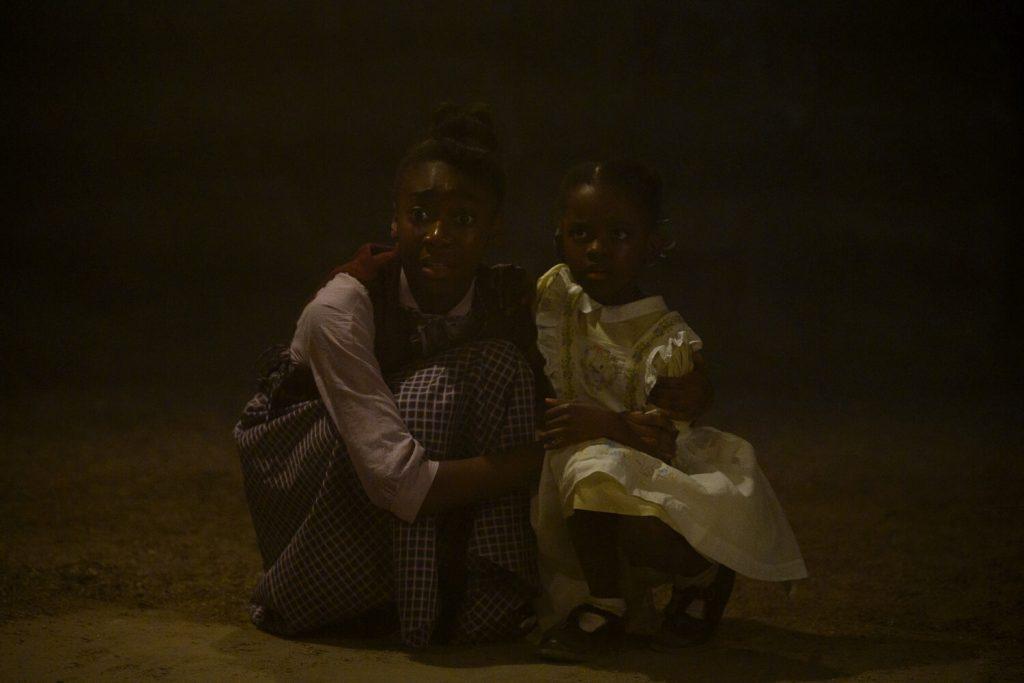 Shahadi Wright Joseph als Ruby Lee en Melody Hurd als Gracie