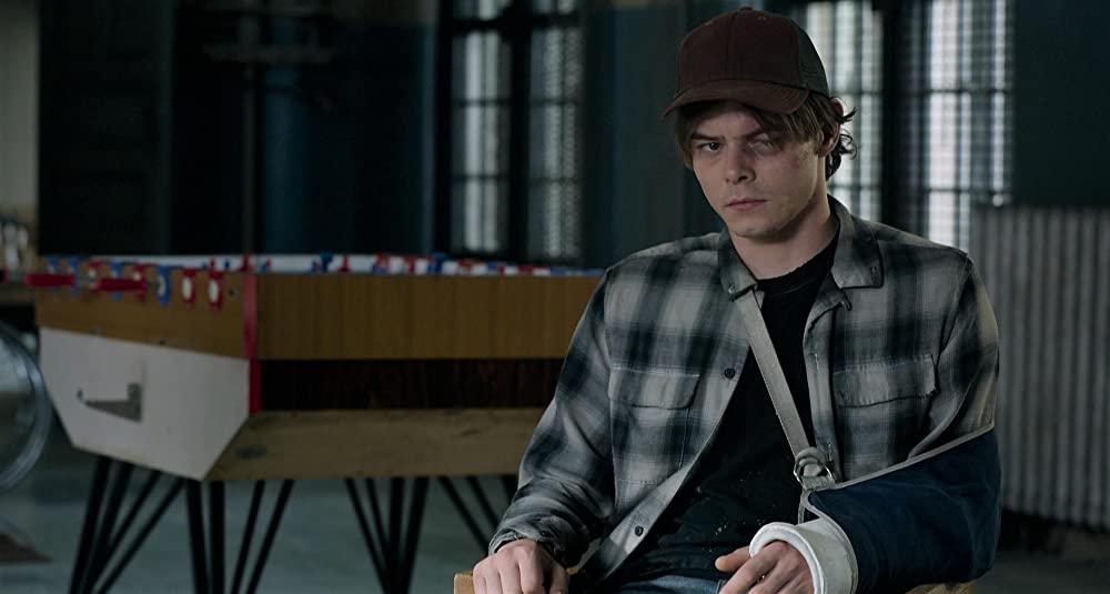 Charlie Heaton als Sam Guthrie - Cannonball