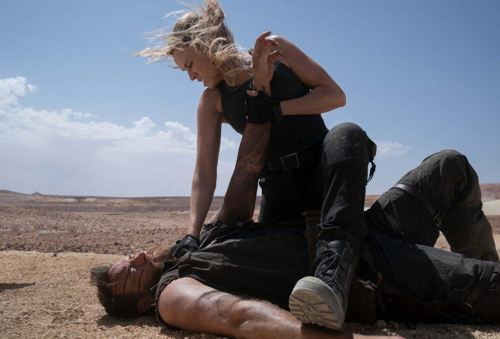 Josh Lawson als Kano en Jessica McNamee als Sonya Blade