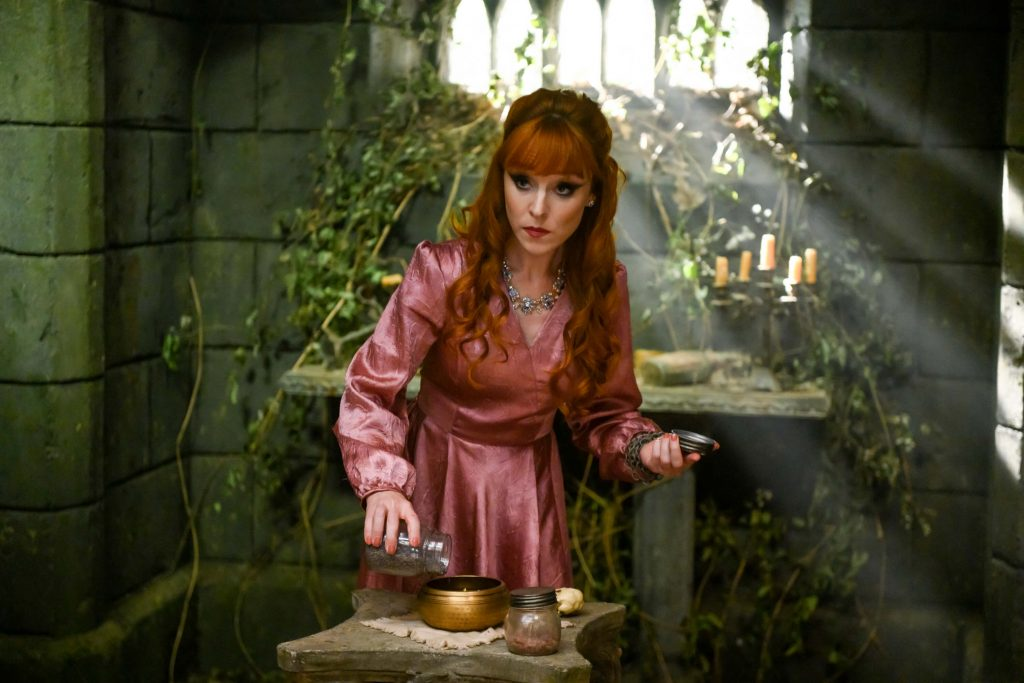 Ruth Connell als Rowena MacLeod - Supernatural S15