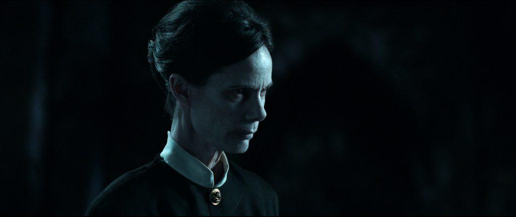 Eugenie Bondurant als The Occultist