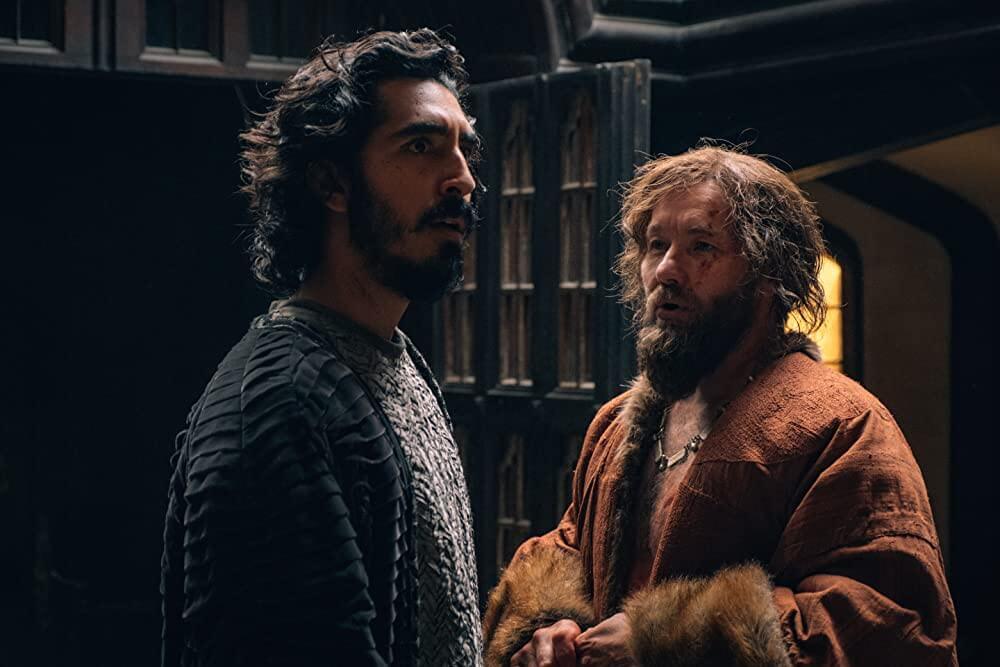 Dev Patel als Sir Gawain en Joel Edgerton als kasteelheer