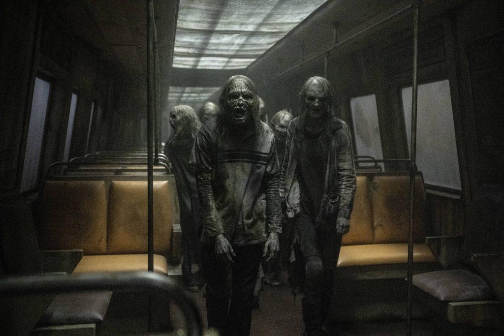 Walkers in de metro