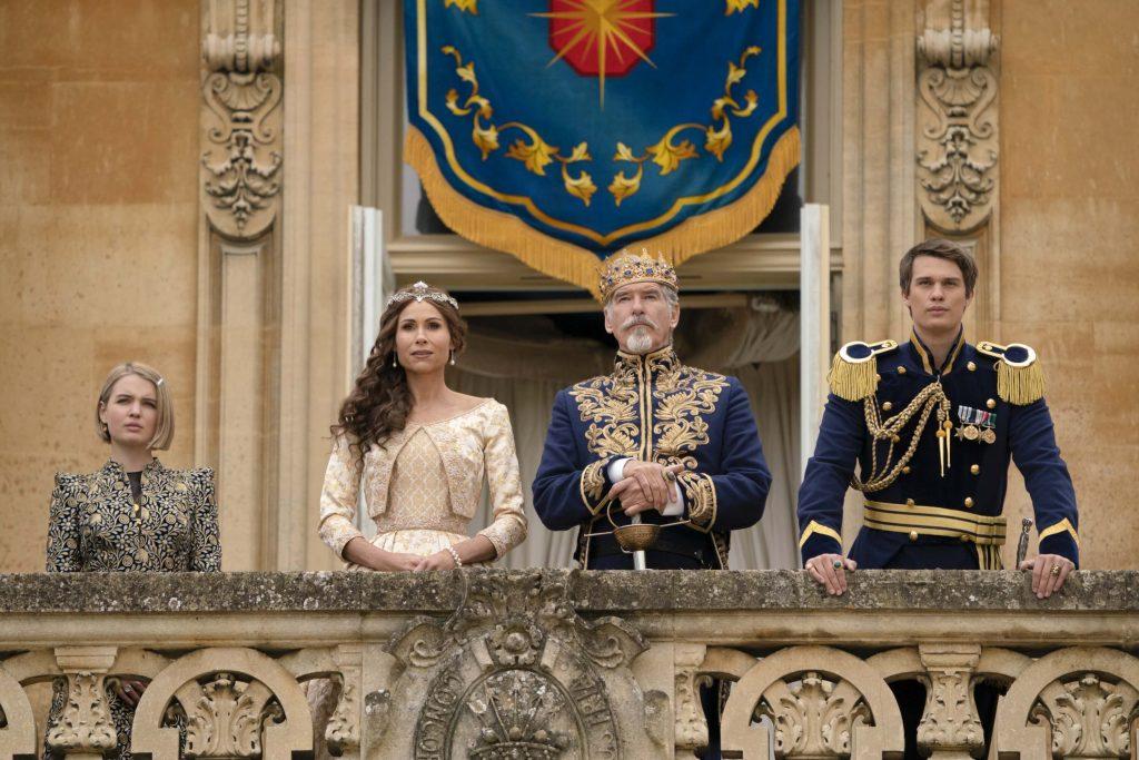 Pierce Brosnan als King Rowan